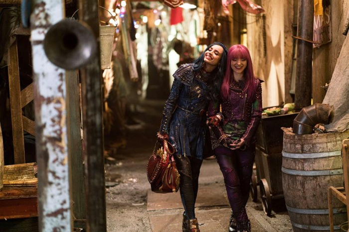 descendants-2-costume-designer-reveals-bts-secrets-gallery