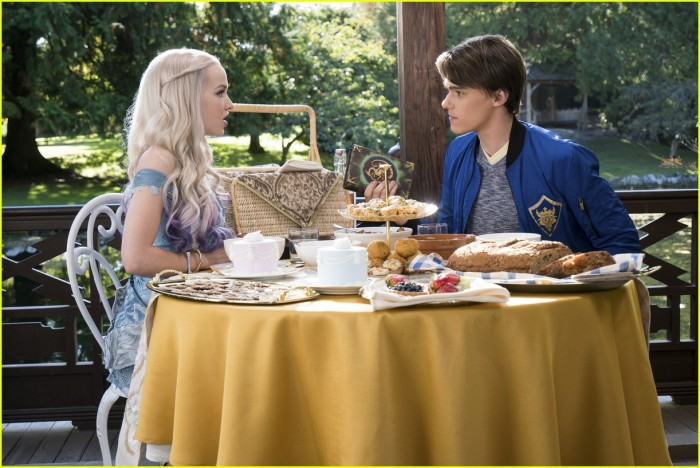descendants-2-new-stills-mal-uma-01